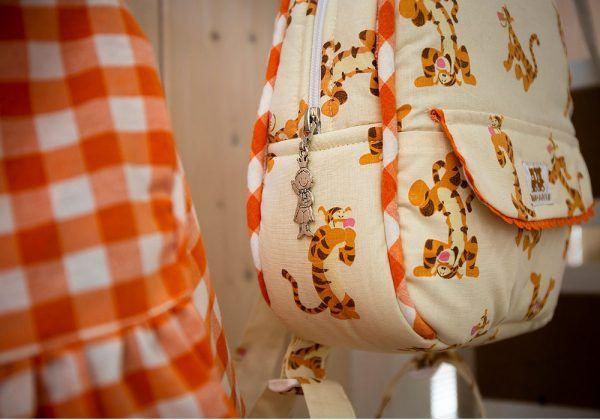 Mochila Tiger Sin Lazos y Baby Vichy Naranja